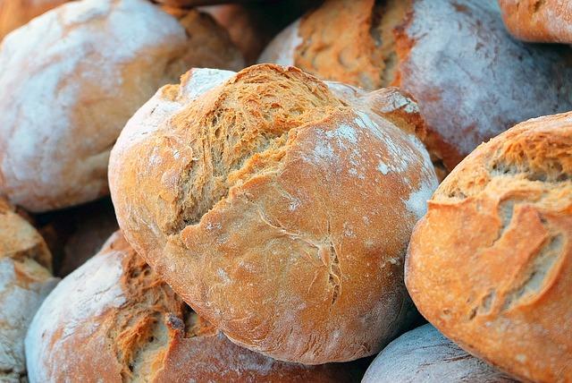 分け合うパン