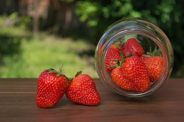果実を貧しいものに捧げる