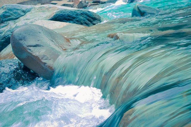 川の流れに逆らう