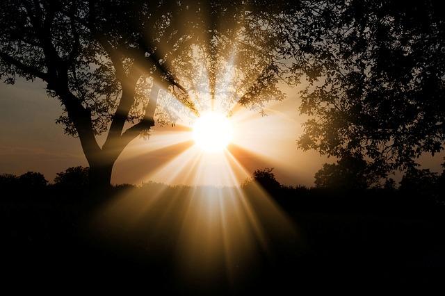 天に行く光を求めて困難と苦難に勝つ