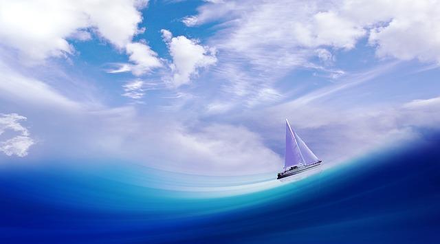帆をあげて進む船