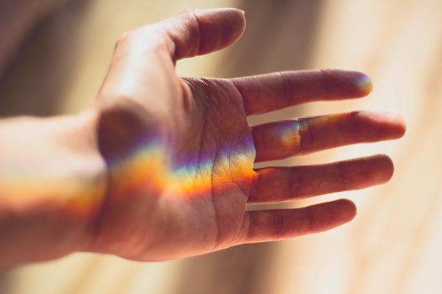 片手を開けておくように神の化身