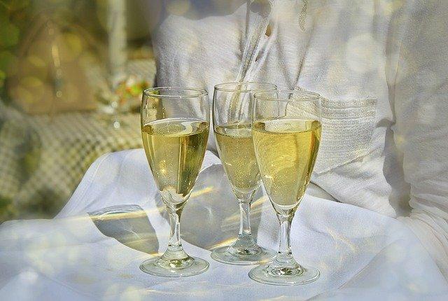 シャンパンと神になるから足を洗う