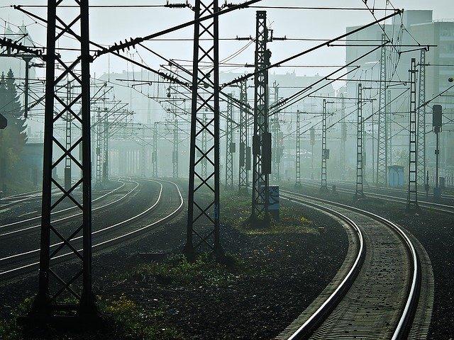 優しい彼女と電車と線路