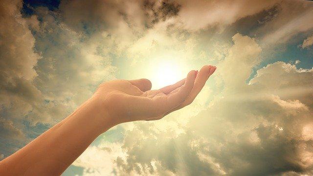 神に祈り七つの掟を守る