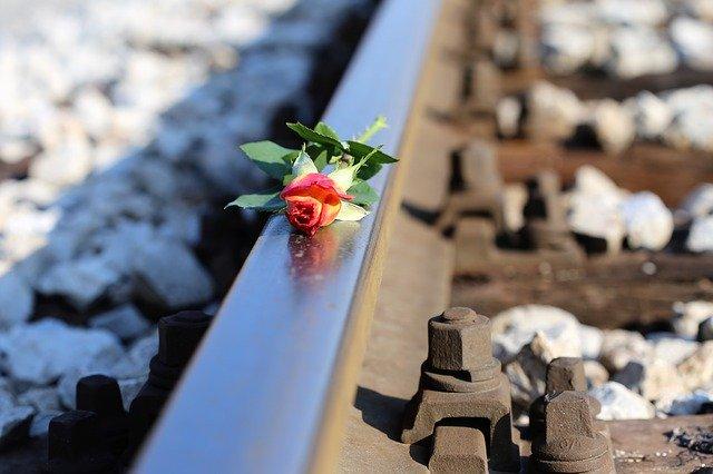 電車への飛び込み自殺