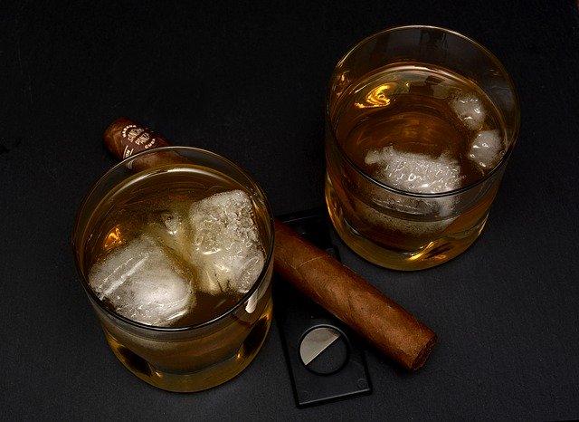 アルコール中毒と神の化身