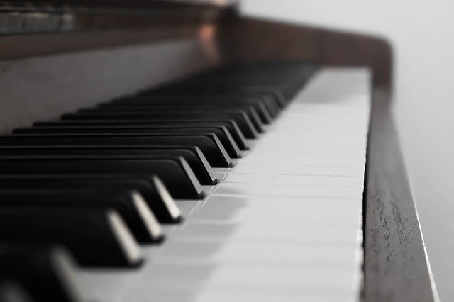 暗譜が飛ぶピアニスト