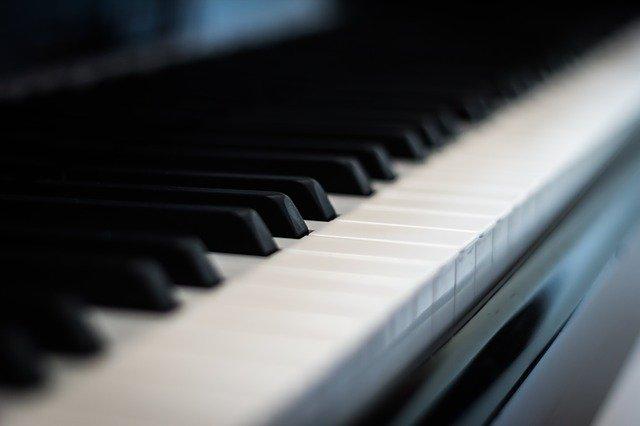 片手が使えないピアニスト