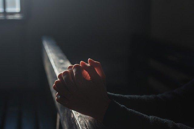 神への祈りと幸福
