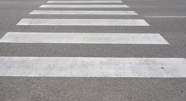 バスと白バイの交通事故