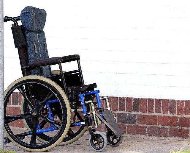 車椅子と義足