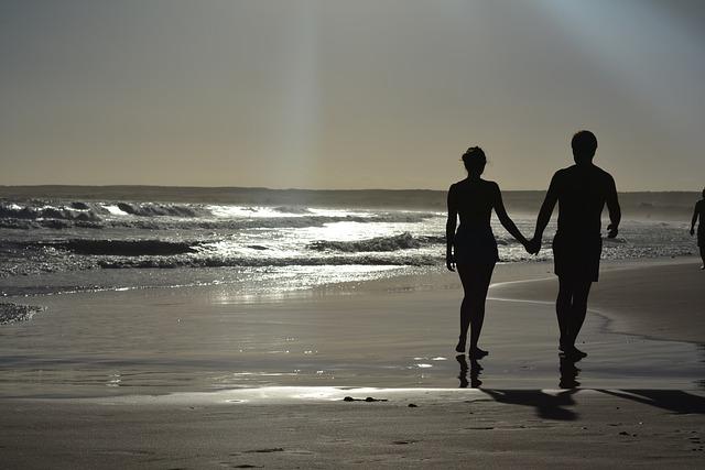 愛を確かめる夫婦