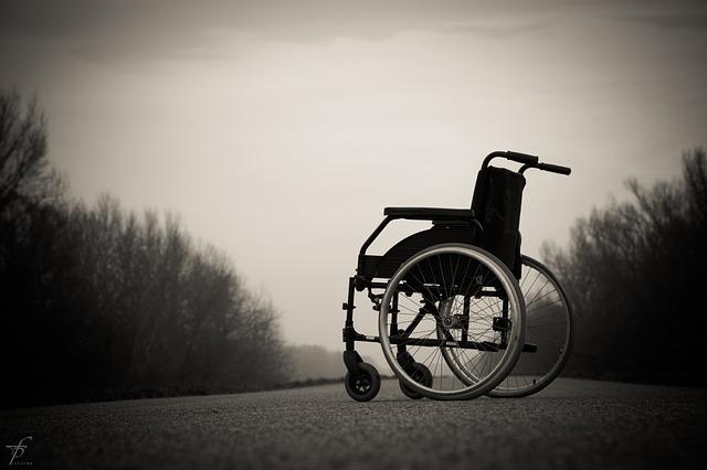 車椅子で神の七つの掟を行う