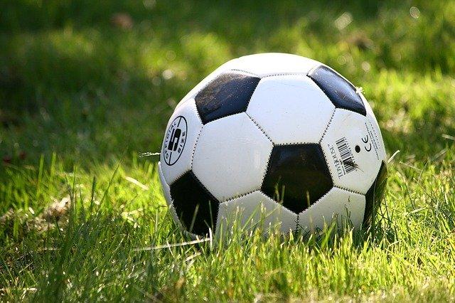 解雇とサッカーボール